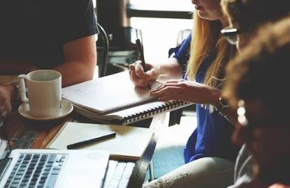 Realizar cursos para mejorar las competencias profesionales
